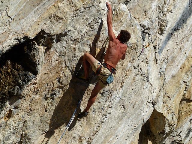 למה להרחיק? כל מה שרציתם לדעת על טיפוס הרים בישראל